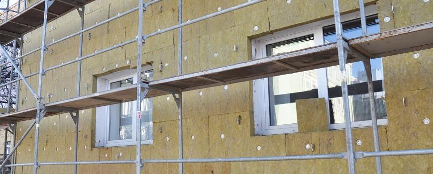 Cómo actúa la envolvente térmica en la certificación energética de un edificio: materiales aislantes, elementos que la componen, características, etc.